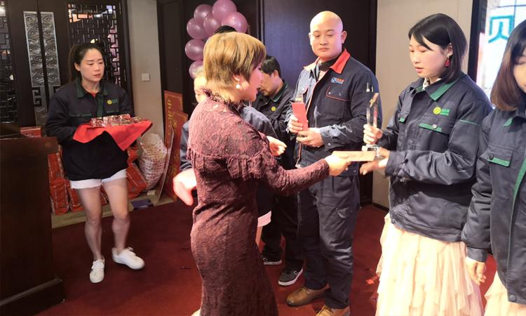 诺贝思2019年会盛典——吴总颁奖