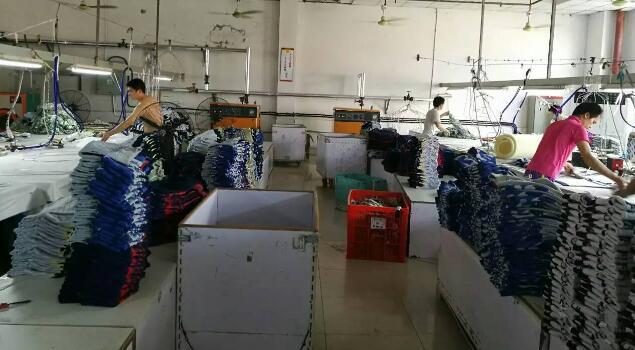 满足市场需要,针织厂选用服装整烫蒸汽发生器