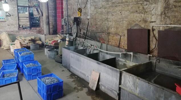 油污清洗蒸汽发生器能否做好金属零件加工前处理?